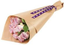 Gavepakkede rosa roser