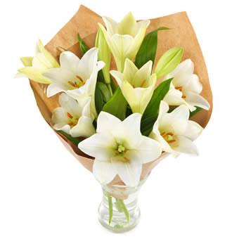 Gavepakkede hvite liljer