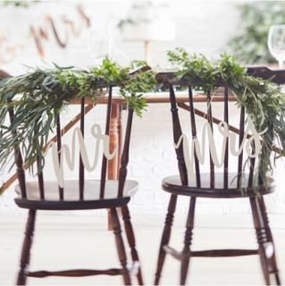Mr og Mrs Stolskilt i Tre - Botanisk Bryllup