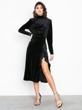 NLY Eve High Frill Slit Dress Loose fit