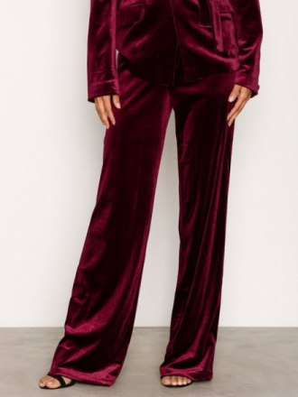 NLY Trend Have It All Velvet Pants Byxor Burgundy
