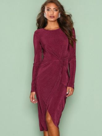 NLY Trend Padded Pleated Dress Burgundy