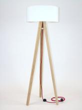 WANDA Eschenholz Stehlampe 45x140cm - Weiß Lampenschirm / Rot
