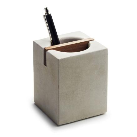 Tove Adman penneholder betong