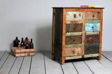 Mindre byrå av återvunnet trä - åtta lådor