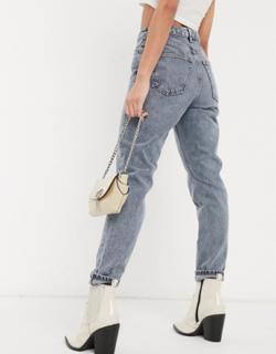 Topshop - Mom-jeans med flænser på knæene i røgfarvet-Grå