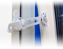 Barn- och inbrottsskyddande fönsterspärr ASSA 393 för utåtgående fönster - Vit