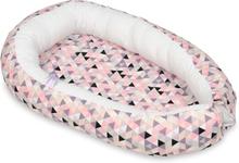 PQP - Babynest - Rosa Trianglar med Vit Insida