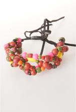Ibiza armband van vier gedraaide strengen met houten kraaltjes