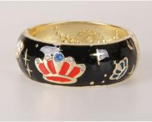 Zwarte goldtone geëmailleerde scharnier armband