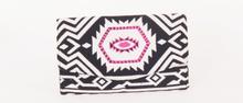 Zwart/wit gestreepte etui met aztec print