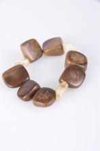 Stretcharmband met houten kralen en steentjes