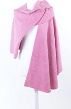 Roze bouclé wollen omslagdoek/cape