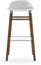 Normann Copenhagen - Form Barstol 65cm, Hvid/Valnøddetræ