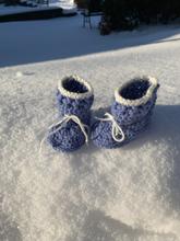 Virkade babyskor vinterboots/blå och vita