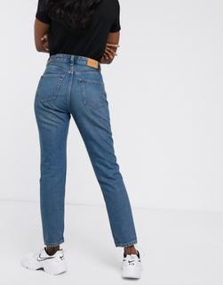 Kimomo højtaljede 80'er-jeans af økologisk bomuld i klassisk blå fra Monki