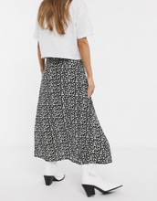 Only Petite midi skirt with side split in daisy print-Multi