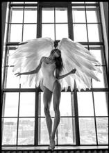 ANGEL WOMAN IN WINDOW - Poster 50x70 cm