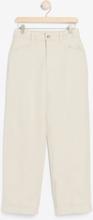 Korkeavyötäröiset housut, joissa leveät lahkeet