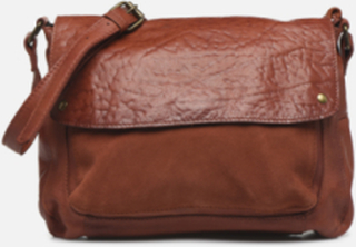 NIKKIE LEATHER CROSS BODY by Pieces