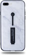 Modeskal med fingerhållare till iPhone 7/8 Plus med marmor av djup snö