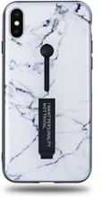 Modeskal med fingerhållare till iPhone X/XS i ljust marmor med enstaka mörka penseldrag