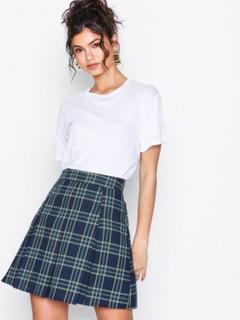 NLY Trend Check Pleated Skirt Minikjolar Rutig
