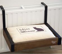 Designed by Lotte katteseng til radiator Wula 40x30x18 cm træ