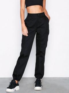 NLY Trend Cargo Pants Byxor Svart