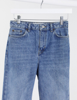 Topshop - Clean - Mom-jeans i mid wash blå