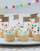 10 stk Cupcake/Muffins Kakedekorasjoner - Happy Birthday