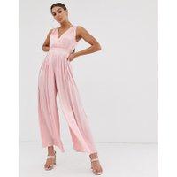 The Girlcode - Plisserad jumpsuit i satin - Blush