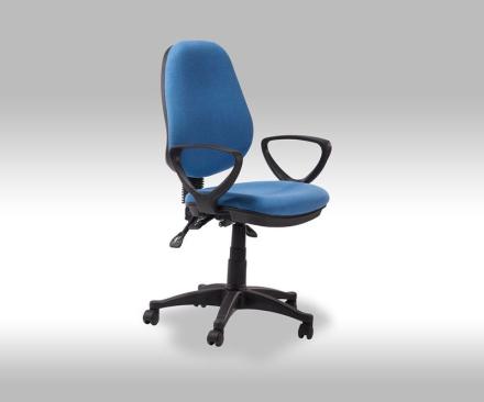 Mosa kontorstol i blå stoff.
