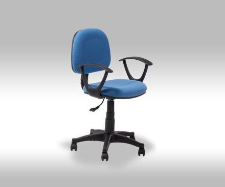 String kontorstol i blå stoff.