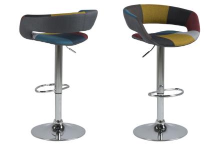 Gramma barstol i Patchwork farger med fot i krom med gasspatron.