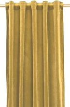 Sammy är en gardinlängd i sammet med multiband. Färg: Gul/guld.