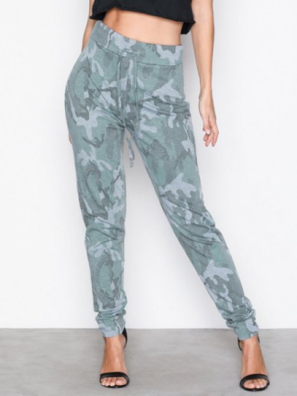 Bukser - Camouflage NLY Trend Camo Jogger