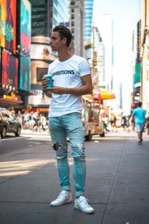 Ambitions T-Shirt - White (1 XS kille kvar)