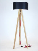 WANDA Eschenholz Stehlampe 45x140cm - Schwarz Lampenschirm / Rot