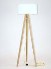 WANDA Eschenholz Stehlampe 45x140cm - Weiß Lampenschirm / Gelb