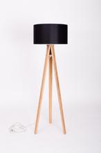 WANDA Stehlampe 45x140cm - Eschenholz / Schwarz Lampenschirm