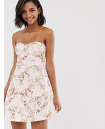 436091fe0da3 ASOS DESIGN - Premium - Blommig balklänning i mini