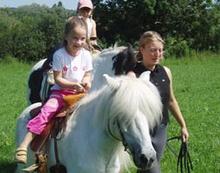 Ponyreiten fuer Kindergeburtstage