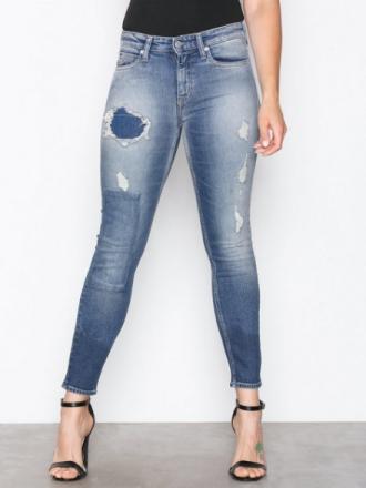 Calvin Klein Jeans CKJ 011: Mid Rise Skinny