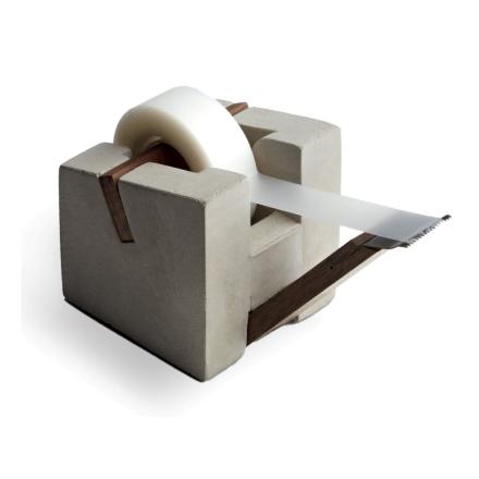 Tove Adman tapeholder betong