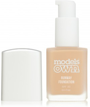 Models Own Runway Foundation Natural Ivory SPF30 30 ml