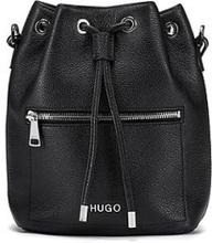 Drawstring bucket bag in Italian grained leather