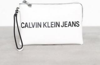 Calvin Klein Sculpted Logo Mini Wristlet Kuvertväskor