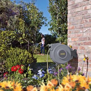 Hozelock automatisk slangupprullare med 20 m trädgårdsslang grå