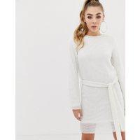 Club L - vit shiftklänning med heltäckande paljetter och skärp - Vit